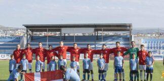 Det danske herrelandshold i fodbold før kampen mod Tyrkiet ved EM i Grækenland 2019. (Foto: Nicklas Kleczewski © Dansk Døve-Idrætsforbund)
